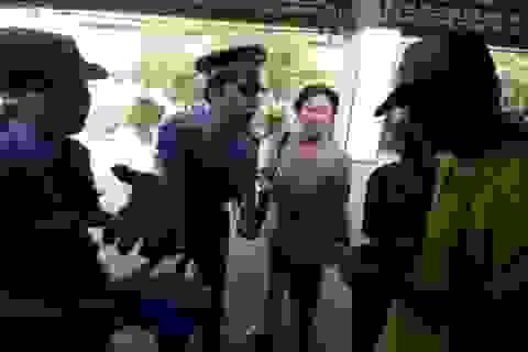 Người Sài Gòn tranh thủ trải nghiệm tàu lửa vé 10.000 đồng