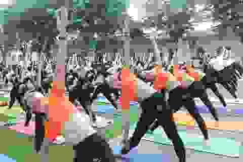 Hơn 1000 người tham gia ngày hội Yoga tại TPHCM