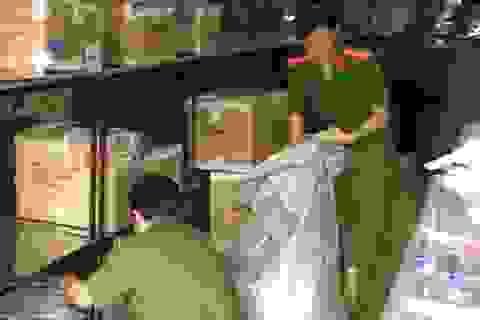 Phát hiện hàng trăm sản phẩm áo quần giả nhãn hiệu Việt Tiến