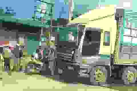 Ô tô biển số nước ngoài bỏ chạy sau khi gây tai nạn