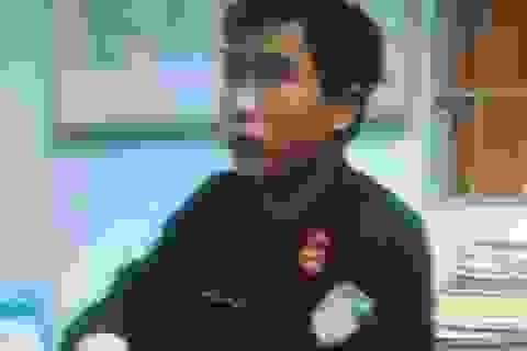 Giả cảnh sát cơ động kiểm tra giấy tờ người đi đường lúc rạng sáng