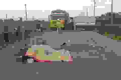 Xe máy va chạm với xe tải, 2 người tử vong tại chỗ