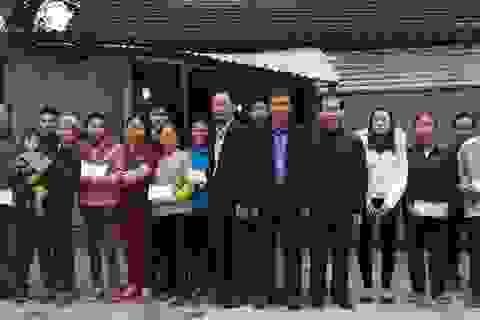 Hà Tĩnh: Giúp 15 gia cảnh khó khăn vùng rốn lũ xã Phương Điền