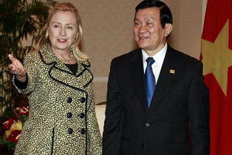 Chủ tịch Trương Tấn Sang tiếp gia đình cựu Tổng thống Clinton