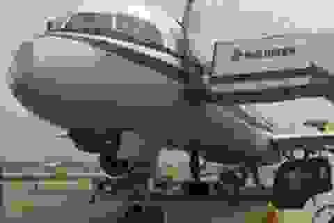 Máy bay Trung Quốc móp đầu sau cú va chạm bí ẩn trên không