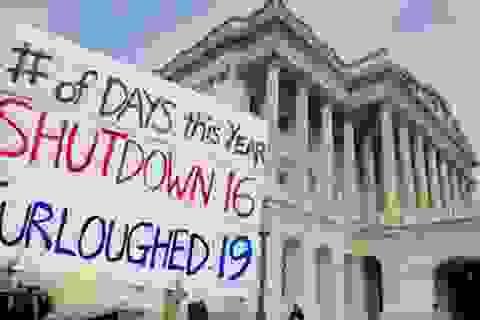 Thượng viện Mỹ đạt thỏa thuận tránh vỡ nợ và mở lại chính phủ