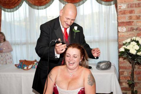 Cạo trọc đầu trong ngày cưới để làm tự thiện