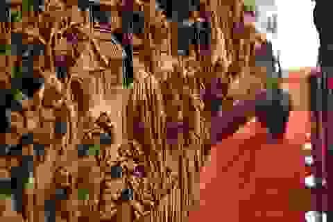 Tuyệt tác điêu khắc trên gỗ dài 12 m giành kỷ lục Guinness