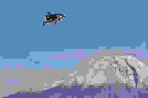"""""""Người bay"""" chinh phục núi Phú Sĩ bằng bộ cánh tự chế"""