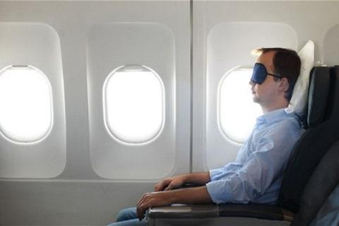 Bị nhốt trên máy bay vì ngủ quên