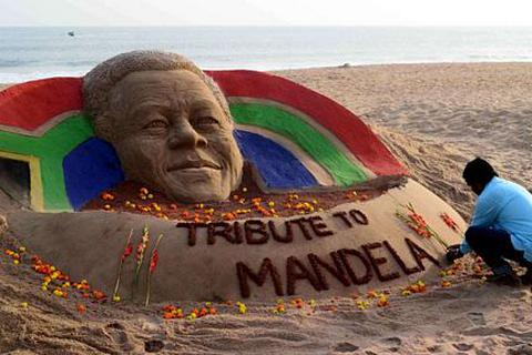 Thế giới tưởng niệm huyền thoại Nelson Mandela