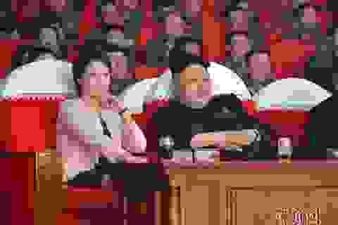Kim Jong-un lần đầu đưa cả vợ và em gái đi xem ca nhạc