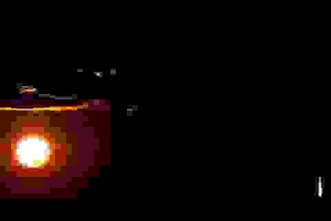Vật thể bí ẩn bốc cháy trên bầu trời Úc