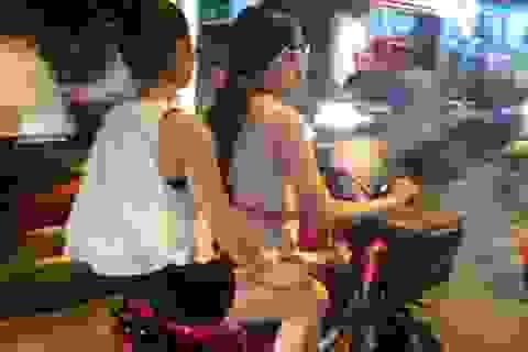 """Thiếu nữ Hà thành mặc mát mẻ """"giải nhiệt"""" ngày nóng"""