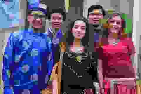 SV Việt hòa mình trong ngày hội văn hóa thành phố Poitiers, Pháp