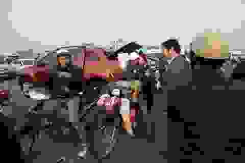 Giao thông hỗn loạn, xe ôm bát nháo trước giờ khai ấn Đền Trần