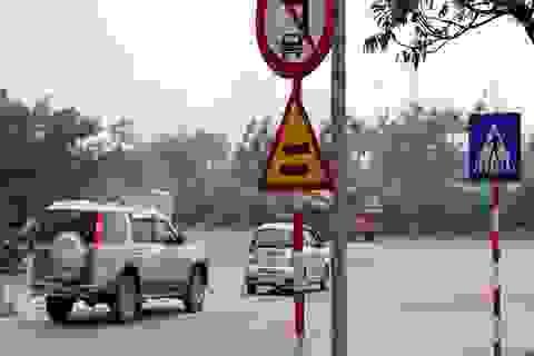 Hà Nội: Ôtô nối đuôi nhau đi ngược chiều vào đường cấm
