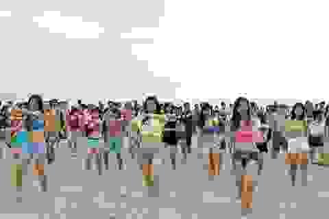 """Du lịch """"bụi"""" và thưởng thức âm nhạc trên bãi biển Đà Nẵng"""