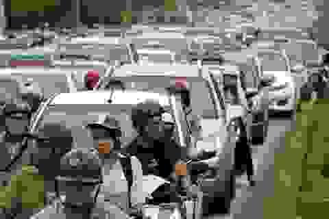 Ùn tắc nghiêm trọng tại cửa ngõ Tây Nam Hà Nội
