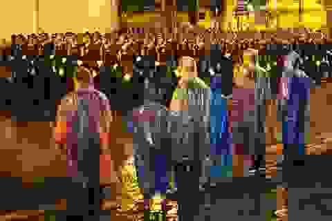 Người Hà Nội dầm mưa xem tổng duyệt diễu binh mừng Quốc khánh