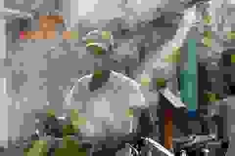 Người Hà Nội gồng mình chống chọi với nắng nóng đầu hè