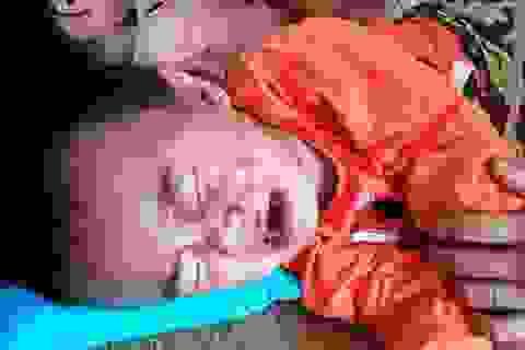 Bị tai nạn giao thông, cả gia đình điều trị trong túng quẫn