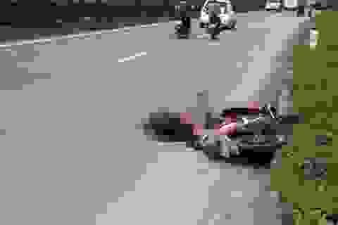 Nam thanh niên chết thảm dưới gầm xe container