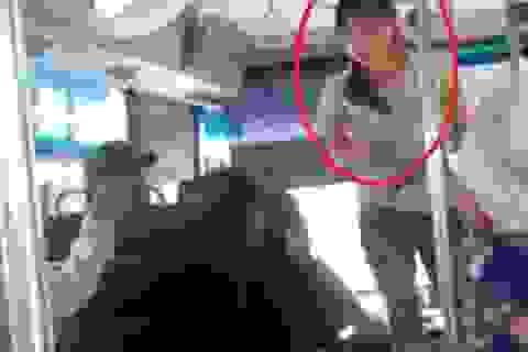 Đình chỉ nhân viên xe buýt cãi nhau với ông lão vì 5.000 đồng