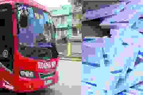 Bắt giữ 2 xe ô tô khách chở thuốc lá ngoại nhập lậu