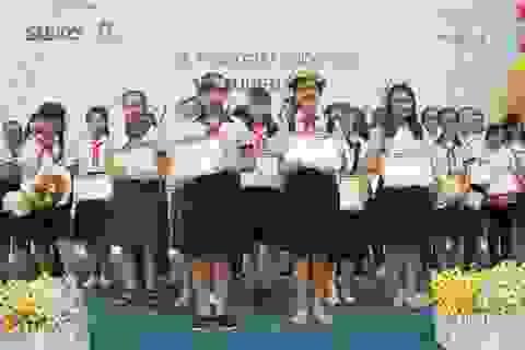 """28/150.000 học sinh đoạt giải thưởng """"Prudential-Văn hay chữ tốt"""" lần thứ 16"""