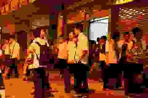 Ôn tập thi THPT quốc gia: Trường sáng đèn đến 23 giờ