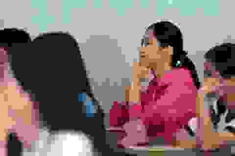 Nữ sinh khiếm thính tự tin đi thi