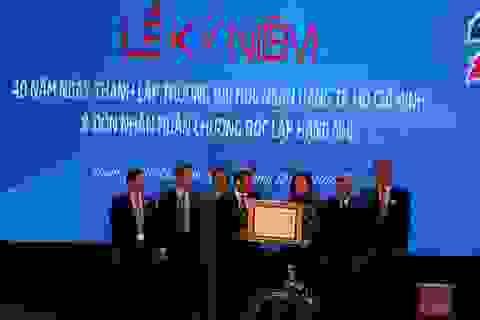 Trường ĐH Ngân hàng TPHCM nhận Huân chương Độc lập Hạng Nhì