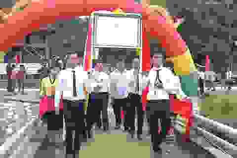 Hàng ngàn người phấn khởi đón nhận bằng Di tích lịch sử Đền Choọng