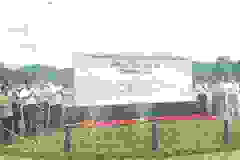 Gắn biển công trình tôn tạo Khu di tích lịch sử Truông Bồn
