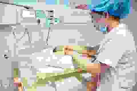 Cứu thành công trẻ sơ sinh có mẹ bị bắn trọng thương
