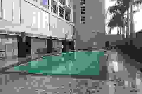 Bé trai 10 tuổi tử vong trong bể bơi khách sạn