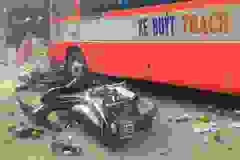Xe buýt cuốn 6 phương tiện, tông chết một cán bộ xe buýt