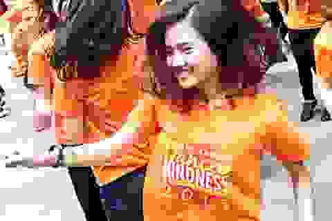 """Giới trẻ Hà Nội nhảy flashmob kêu gọi """"Sống tử tế"""""""