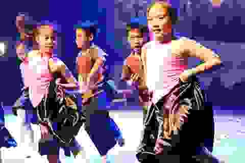 Độc đáo dancesport, hip hop với... nhạc dân gian của vũ công nhí