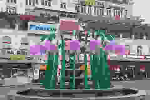 Dân mạng tranh cãi về hoa trang trí đài phun nước Đông Kinh Nghĩa Thục