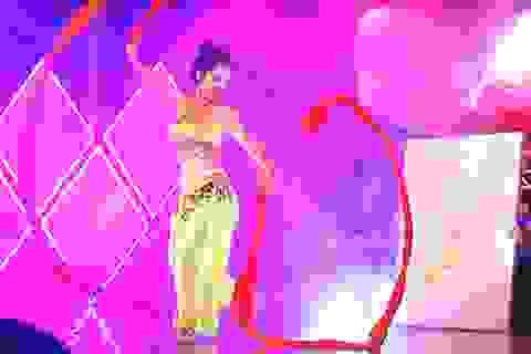 Á khôi ĐH Xây dựng vừa múa vừa vẽ bản đồ Việt Nam