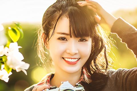 Nữ sinh gốc Hoa xinh đẹp giỏi hai ngoại ngữ