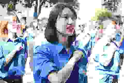 Màn flashmob khí thế của SV Ngoại thương ngày ra quân Mùa hè xanh