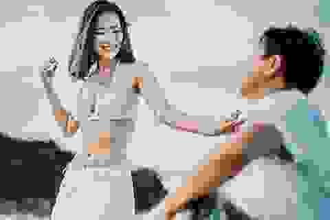 """Ảnh cưới """"diễn múa bụng trên biển"""" của cặp đôi Hà thành"""