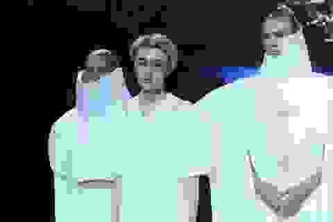Khi trang phục được thiết kế với những... chùm đèn LED