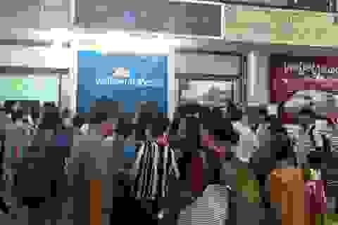 Máy bay hủy chuyến, hàng trăm khách vật vờ suốt đêm