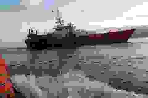 Tàu SAR-412 ra khơi cứu ngư dân bị co giật trên biển