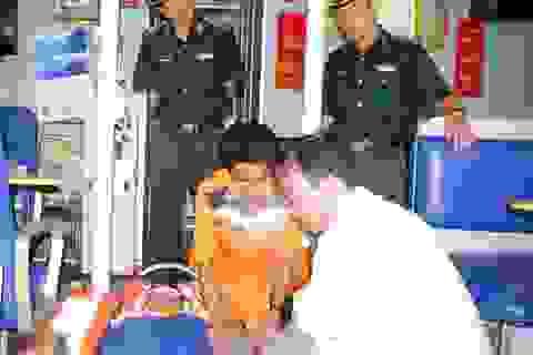 Tàu SAR 412 vượt sóng cứu ngư dân nôn ra máu