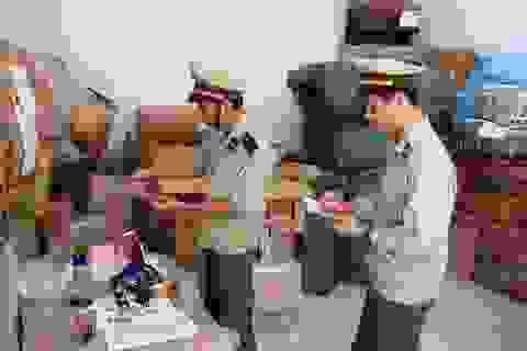Bình Định: Tiêu hủy gần 2.000 lọ nước hoa nhập lậu